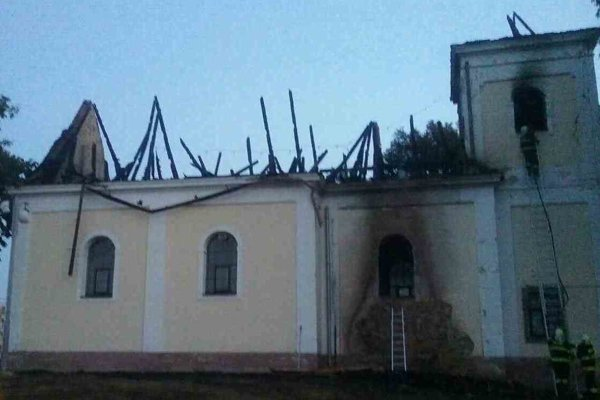Strecha zhorela úplne.