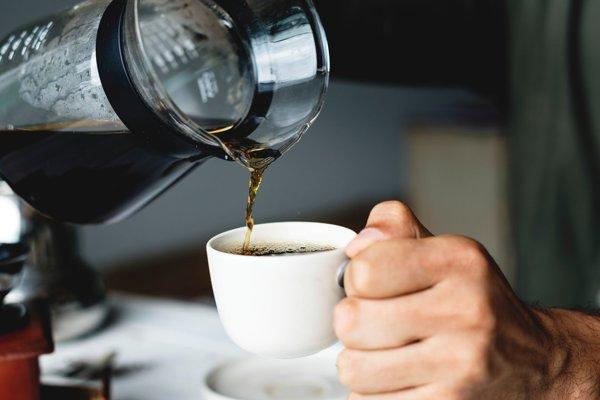 Chýbajúci kofeín môže bolieť.