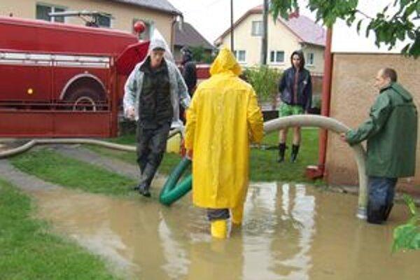 Koncom júna bojovali ľudia s vodou vo viacerých dedinách a mestách hornej Oravy. Dnes sumarizujú škody.
