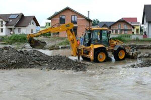 Takýto pohľad sa naskytol Rabčanom počas nedávnych záplav. Pozemkové úpravy by mohli situáciu vylepšiť.