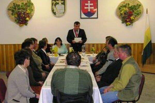 Starostovi F. Škapcovi i poslancom je jasné, že v čase krízy si v dedine môžu dovoliť investovať len do toho najnutnejšieho.
