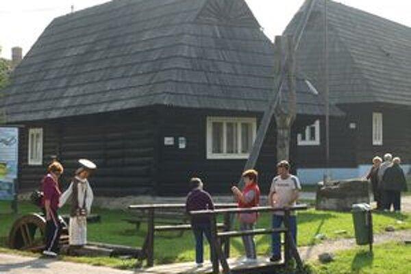 Jánošík je na svojom mieste len pár dní a znova púta záujem mnohých turistov.