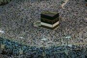Moslimskí veriaci krúžia okolo Kaaby, čiernej svätyne v tvare kocky počas veľkej tradičnej moslimskej púte hadždž pri príležitosti sviatku obetovania s názvom íd al-adhá v Mekke.