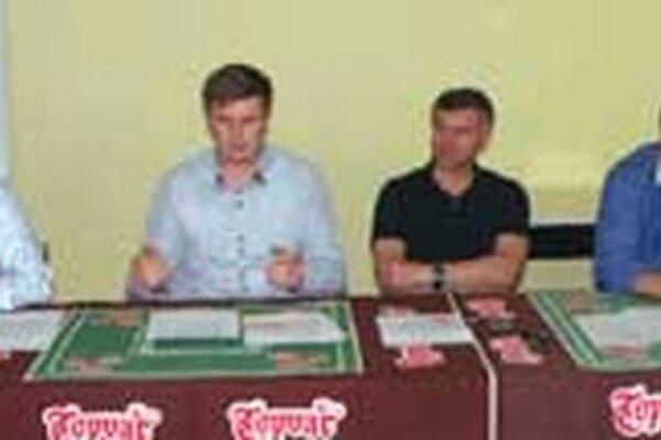 Zľava: prezident klubu Pavol Lepey, generálny manažér Ervín Mik a členovia predstavenstva Vladimír Mihalik a Miloš Minárik.