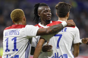 Hráči Olympique Lyon sa tešia z domáceho triumfu.