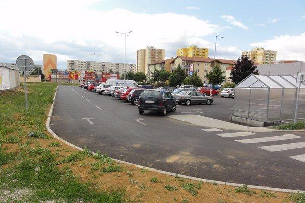 Dočasné parkovisko pri Kauflande.