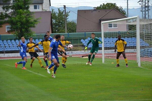 Dubnica (v modrom) po prestávke prevalcovala Inter.