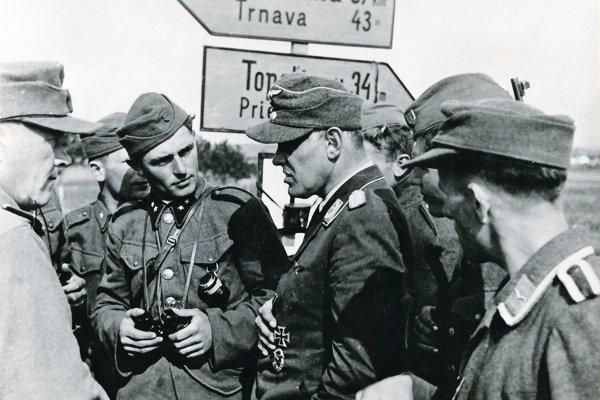 Porada nemeckých aslovenských vojakov pred Nitrou.