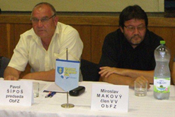 Pavol Šípoš (vľavo) odstúpil zfunkcie predsedu ObFZ Topoľčany minimálne do júlovej konferencie. Na poste predsedu ho zastúpil člen Výkonného výboru Miroslav Makový (vpravo), ktorého jednohlasne zvolili zvyšní členovia Výkonného výboru ObFZ.