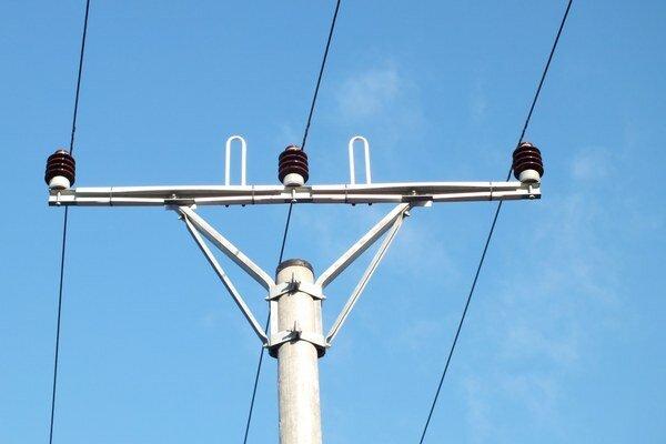 Ekochránička umožňujúca bezpečné dosadnutie vtáka na konzolu elektrického stĺpu.