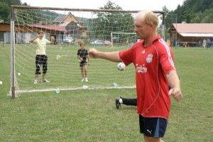 Rado Smižík (Pohoďáci)sa teší z postupu do semifinále po premenenej penalte.