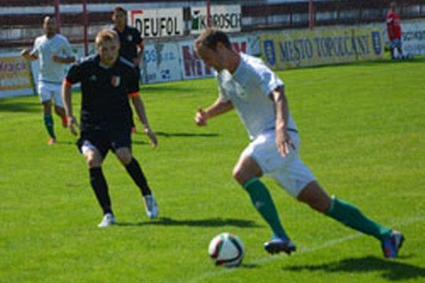 Marek Švajlen (v čiernom) strelil na východe republiky tri góly.