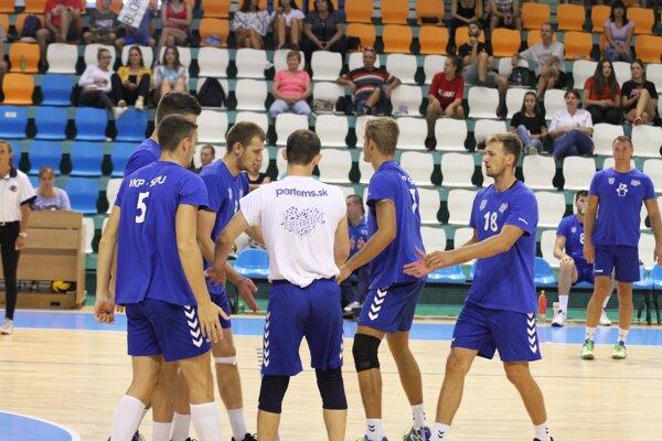 Volejbalisti VKP SPU Nitra začali turnaj výhrou 3:0 nad Zlínom.