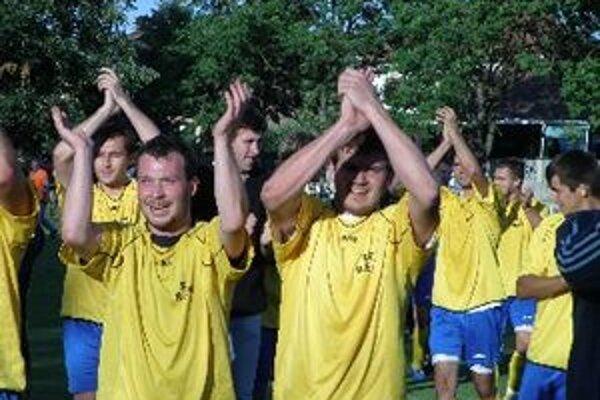 Futbalisti Horných Obdokoviec sa tešia z postupu do IV. ligy.
