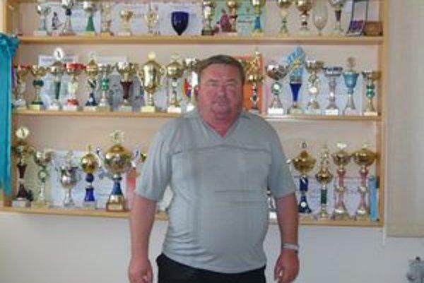 Starosta Jaroslav Sitár je hrdý na množstvo ocenení, ktoré získali hasiči a futbalisti.