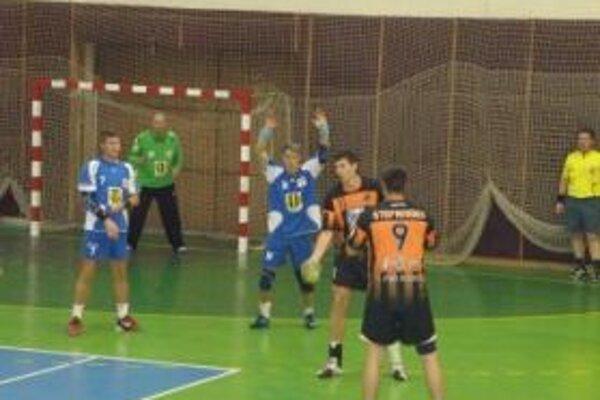Topoľčianski hádzanári vyhrali doma o štyri góly.