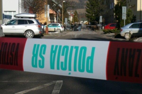 Polícia musela časť ulice v Strojárenskej štvrti uzavrieť. Vo firme bomba nebola. Muž telefonoval ešte raz.