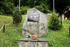 Pamätník odhalili pred desiatimi rokmi.
