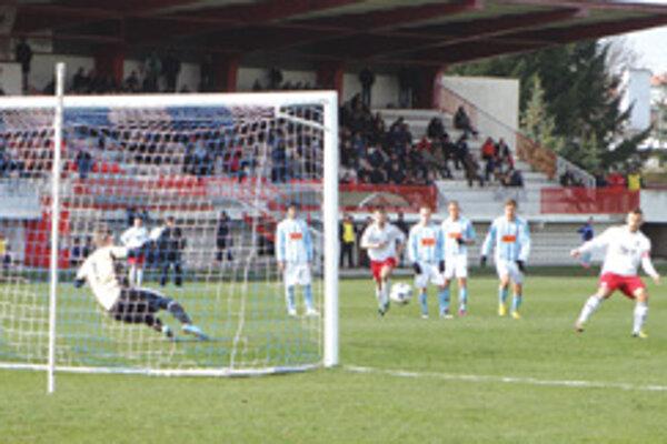 Baláž premieňa penaltu.