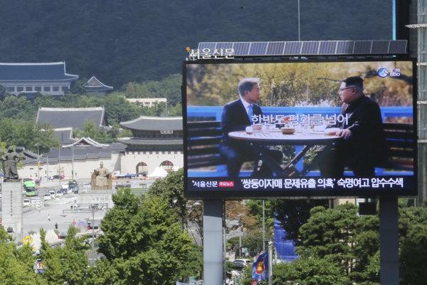 Obrazovka v Soule pripomína stretnutie prezidentov Severnej a Južnej Kórei.