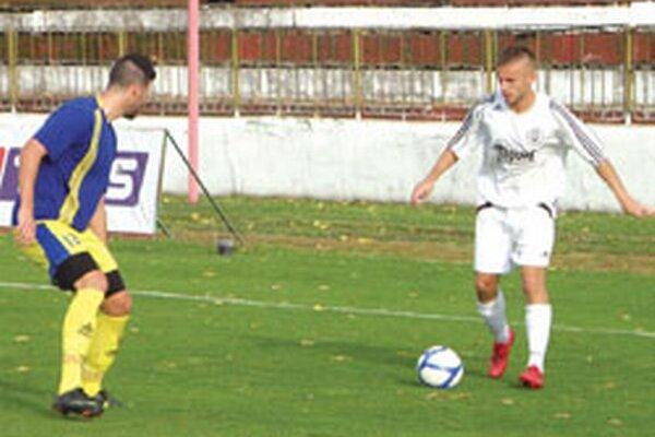 Skóre zápasu otvoril Miroslav Královič (v bielom).