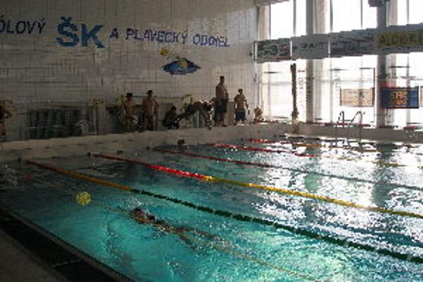 Na majstrovstvách okresu plávali žiaci zo siedmych škôl.