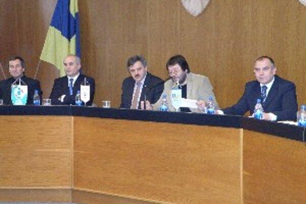 Pavol Šípoš (vpravo) počas konferencie ObFZ Topoľčany.