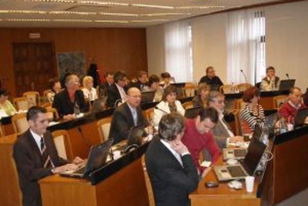 Topoľčianski poslanci schválili všetky žiadosti na dotácie.