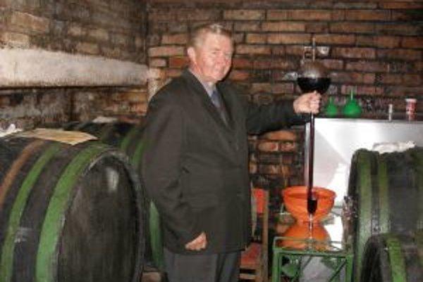 Jozef Krajčovič sa venuje vinohradníctvu takmer 60 rokov.