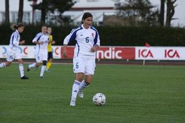 Ivana Balážiková v slovenskom drese.