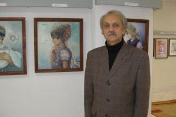 Viktor Šimek v súčasnosti maľuje kroje z Tekova.