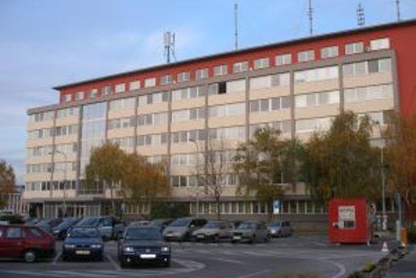 V budove sídli viacero inštitúcií, v úrade zostane pracovať 30 ľudí.