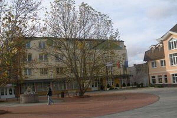 Obvodný úrad v Bánovciach sa zoštíhli o osem pracovníkov.