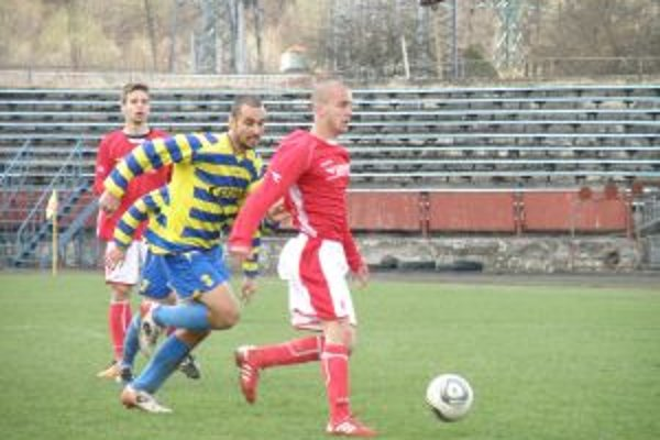 Futbalisti Ravenu (v červenom) vysoko zdolali Palárikovo.