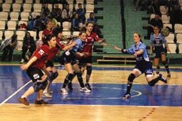 Topoľčianske ženy prehrali v Nitre o osem gólov.