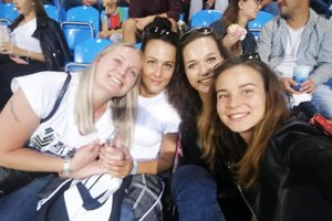 Volejbalistky Nitry si v piatok užili slávnostné otvorenie futbalového štadióna. Zľava Martina Konečná, Lucia Töröková, Lucia Poláčková a Lenka Budáčová.