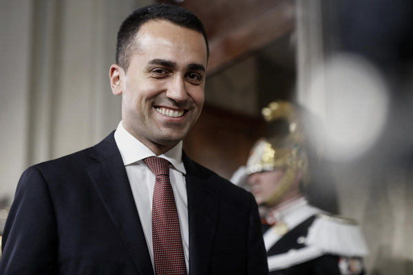 Vicepremiér a minister práce Luigi Di Maio.
