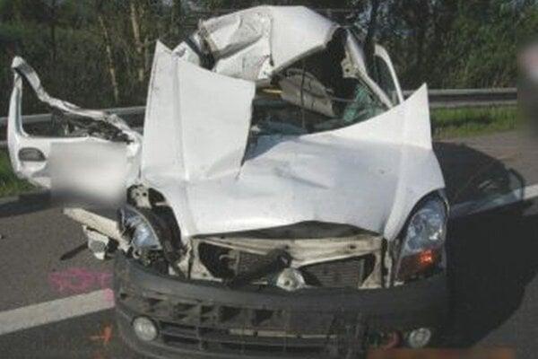 Z Renaultu ostal po nehode iba šrot.