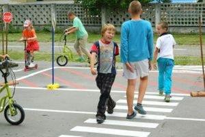 Deti už ihrisko vyskúšali