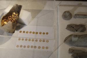 Nádobu s mincami objavili pod talianskym divadlom.