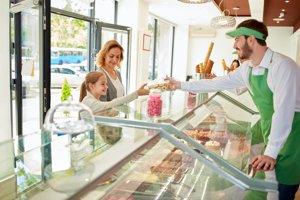 Obsluhu v bufete alebo v stánku so zmrzlinou stroj nenahradí.
