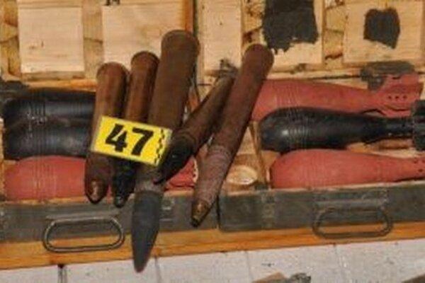 Imrich skladoval v garáži nebezpečné veci.