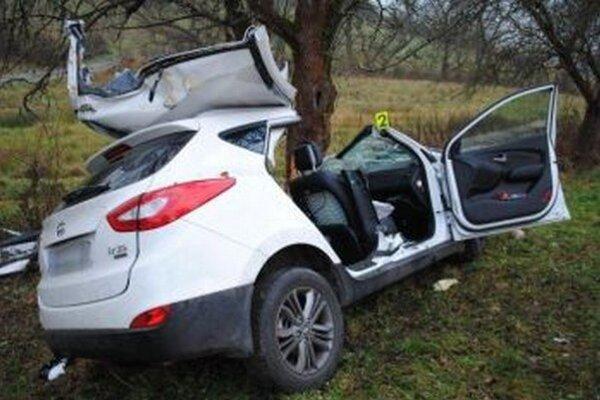 Auto zostalo po nehode zdemolované.