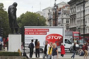 V Británii niektorí stále veria, že brexit sa dá zastaviť.