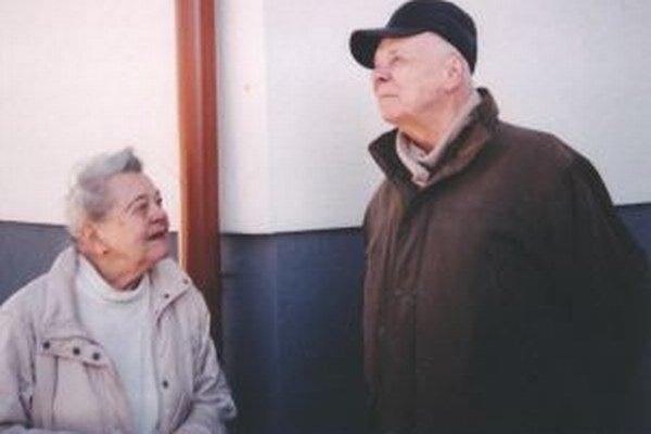 J. vodrážka v rozhovore so žiačkou jeho otca - pani Bukovskou.