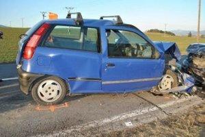 Staršia spolujazdkyňa z Fiatu nehodu neprežila.