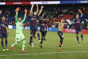 PSG oslavuje jasný triumf.