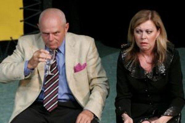 Život na triktát. V komédii hrajú aj Martna Sládečkovýá a Milan Kňažko.