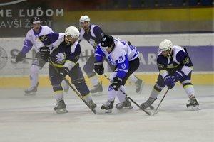 Martinskí hokejisti zobrali tri body zo zápasu s Humenným, no museli o ne tuho bojovať.