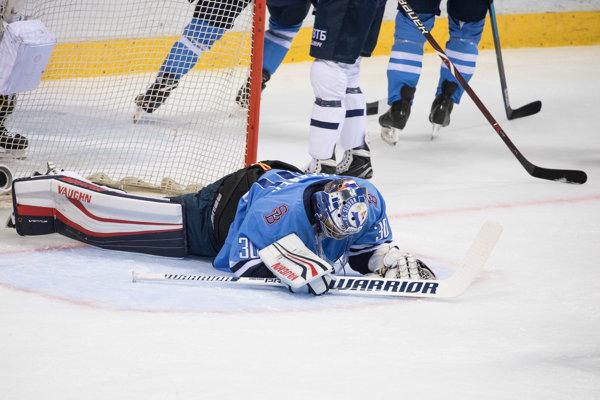 Jakub Štěpánek v bráne HC Slovan Bratislava.